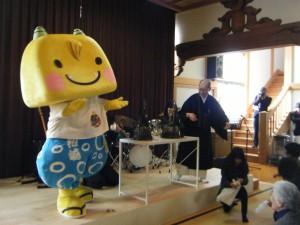 「広田奈緒とアラジン」オンステージと「えちゴン」のだんごまき